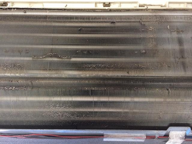 三菱製壁掛けお掃除機能付きエアコンクリーニング前