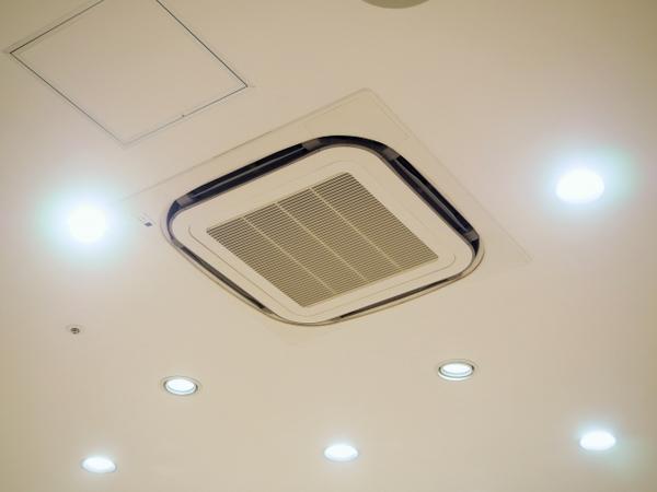埋め込み式のエアコンの掃除方法
