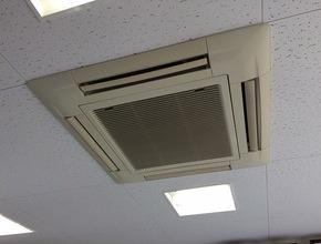 天井埋込カセット型4方向エアコンクリーニング/山口市の施工前画像
