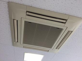 天井埋込カセット型4方向エアコンクリーニング/山口市の施工後画像