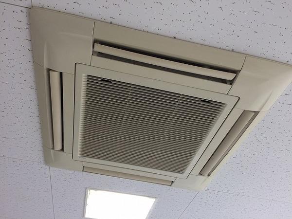 天井埋込カセット型4方向エアコンクリーニング/山口市